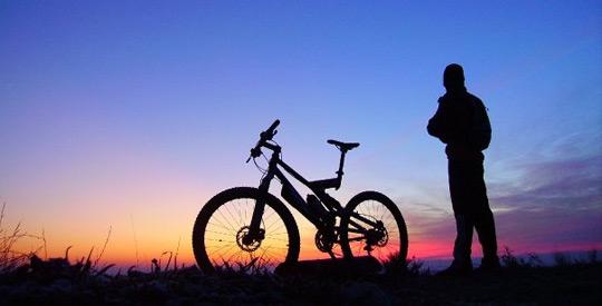 ciclista en el camino