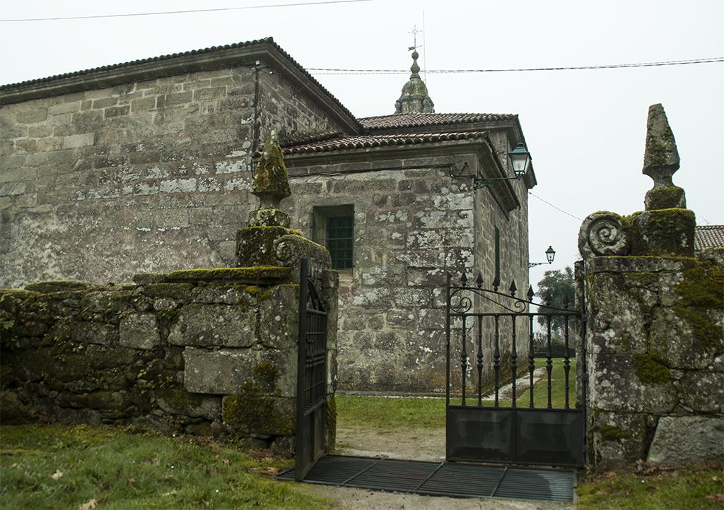 Vista posterior de la iglesia Santa María de Villestro
