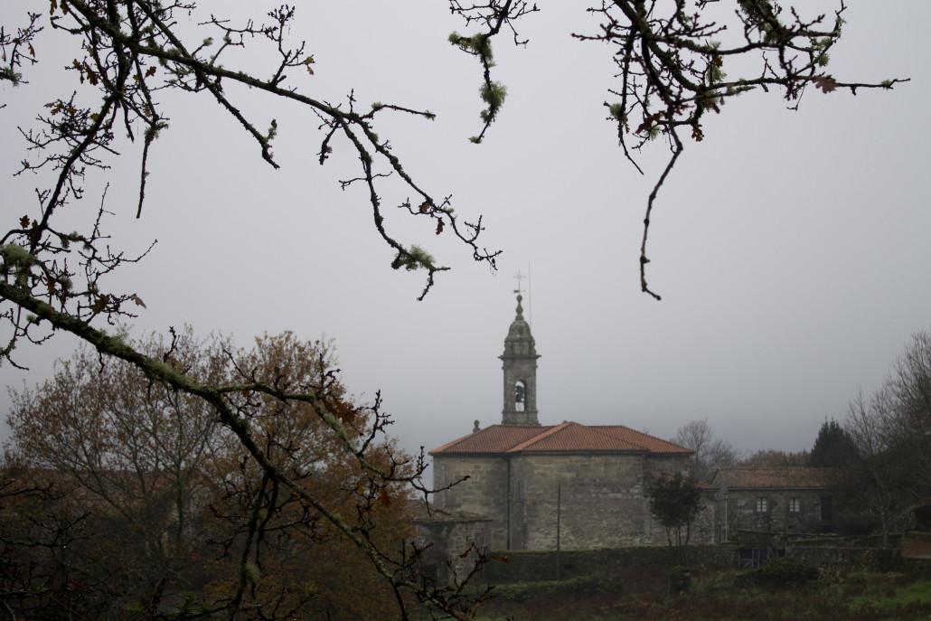 Vistas de la iglesia de Santa Maria de Villestro desde Tras Iglesia